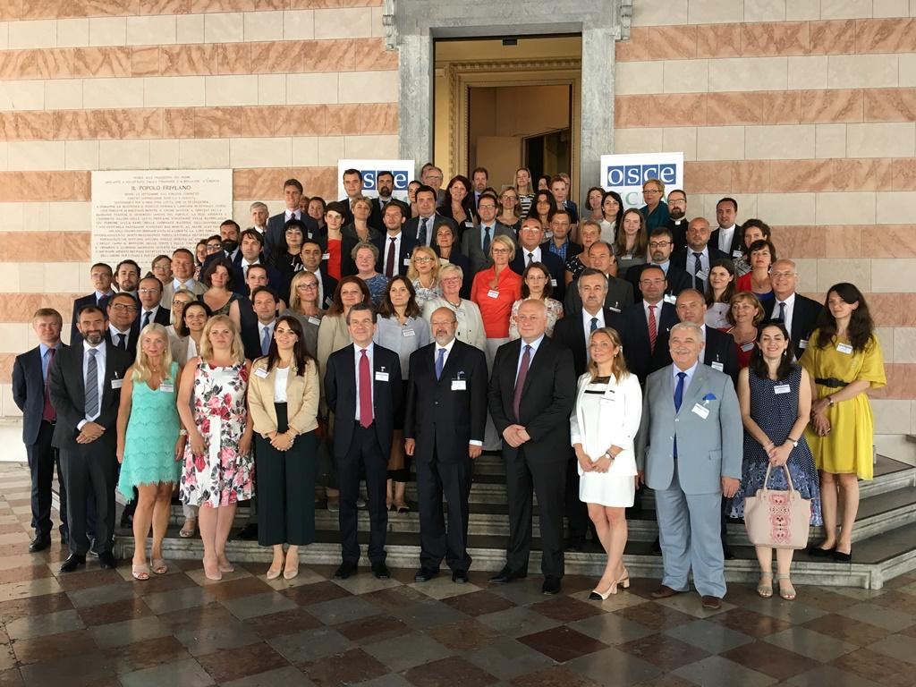 Petra Roter sodelovala na konferenci ob 10. obletnici priporočil o narodnih manjšinah v dvostranskih odnosih