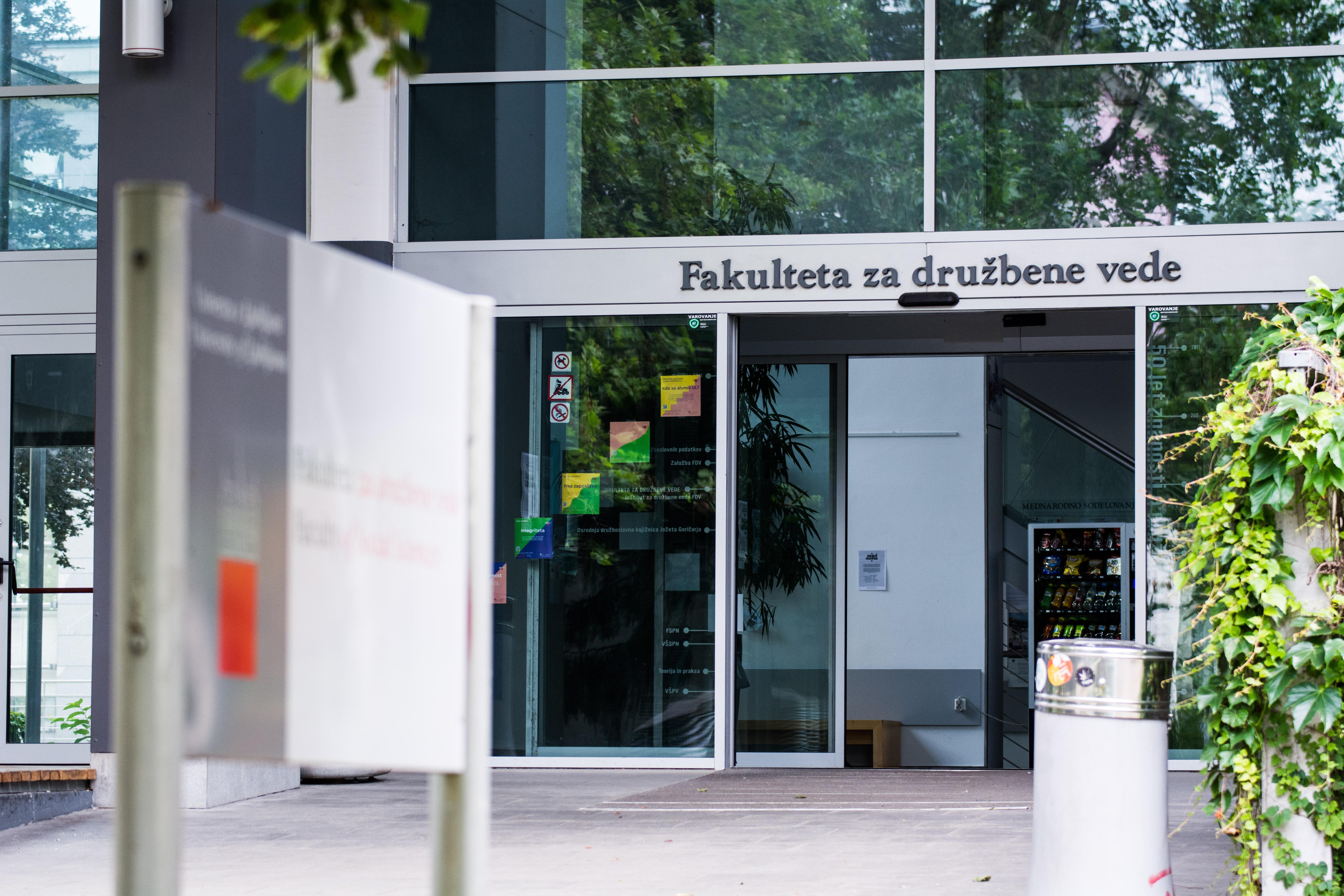 FDV_ležeče_naslovna vhod